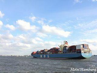 エルベ川と貨物船